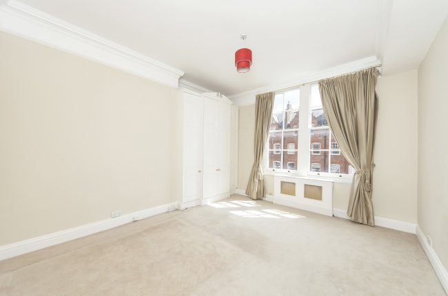 Flat 19 52 Pont Street 4 Bedroom