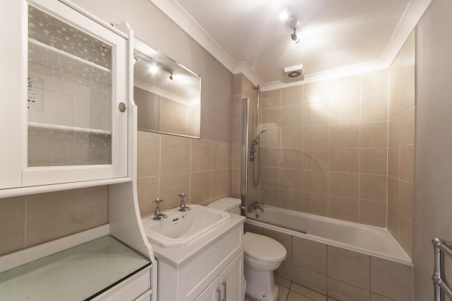 Flat 19 52 Pont Street 5 Bathroom