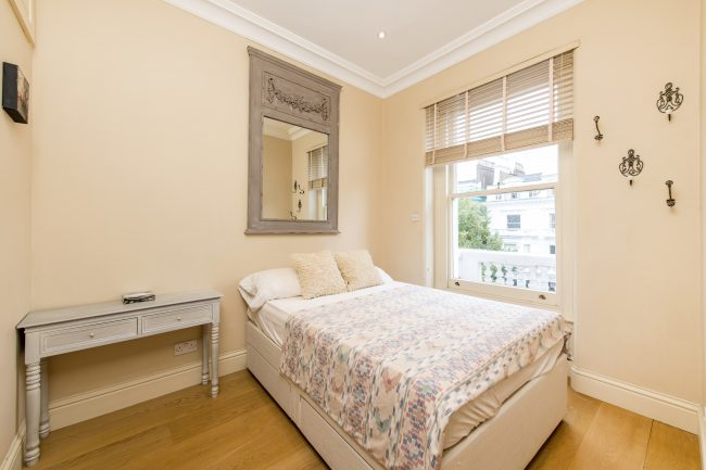 Flat 7, 75 Holland Park Lo-12