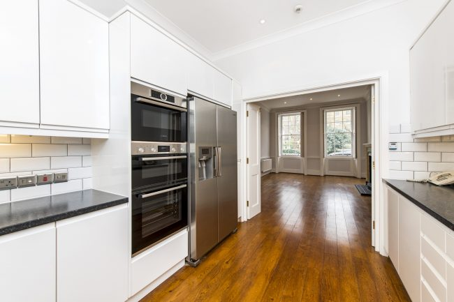 4 Connaught Square Lo-5